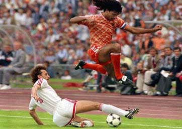 Ruud Gullit - Jump over an opponent